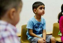 Nog altijd gaan er bijna honderdduizend kinderen naar de peuterspeelzaal in Nederland. Voor ouders met kinderen met een taalachterstand of gezinnen waar maar één ouder werkt