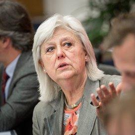 President van de Algemene Rekenkamer Saskia Stuiveling geeft een toelichting tijdens de presentatie van de rapporten van het verantwoordingsonderzoek.