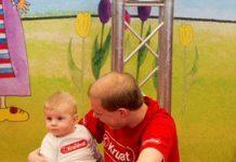 Baby's goed in observeren sociaal contact