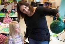 De kinderen en volwassenen op deze foto hebben geen betrokkenheid bij zorginstelling Jeugdformaat.