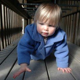 zoe-crawling-1438376-639x424.jpg