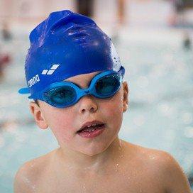 'Ouders moeten vaker zwemmen met hun kinderen'