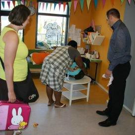 Kinderopvangorganisaties bieden ouders de mogelijkheid om al hun babyvragen kosteloos neer te leggen bij een babyconsulente.
