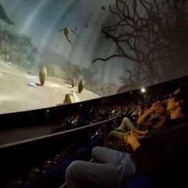 <p>In de koepel worden leerzame films geprojecteerd.</p>