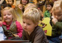 Rond het zesde jaar scoorden kinderen beter op taalbegrip en het gebruik van taal. Hoewel de verschillen klein zijn