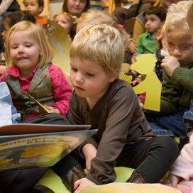 <p>Rond het zesde jaar scoorden kinderen beter op taalbegrip en het gebruik van taal. Hoewel de verschillen klein zijn