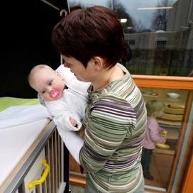 Meeste baby 39 s slapen op eigen kamer kinderopvangtotaal for Baby op zij slapen kussen
