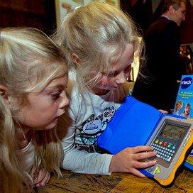 <p>Heeft het zin om als kinderdagverblijf het gebruik van media uit te bannen als ouders het thuis volop gebruiken?</p>