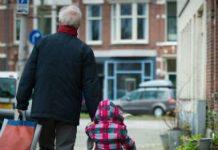 Minister Asscher kijkt met interesse naar de wetgeving in Vlaanderen op het gebied van familie-opvang. Daar is opvang in familieverband expliciet uitgesloten van overheidsfinanciering.