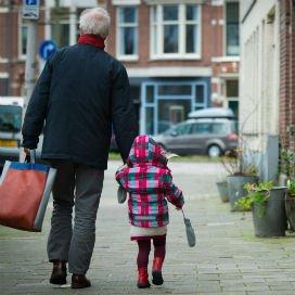 <p>Minister Asscher kijkt met interesse naar de wetgeving in Vlaanderen op het gebied van familie-opvang. Daar is opvang in familieverband expliciet uitgesloten van overheidsfinanciering.</p>