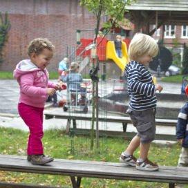 <p>KINDwijzer moet een kennisplatform worden voor kinderopvangaanbieders die het gedachtengoed van Kindcentra 2020 omarmen. Dit houdt kortgezegd in dat er toegewerkt wordt naar een integrale visie op kindontwikkeling.</p>