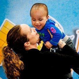 De moeder en het kind op de foto zijn illustratief en hebben niks met de mazelenkwestie in een Haags kinderdagverblijf te maken.