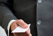 Asscher vindt uitkeren bonussen 'laakbaar'