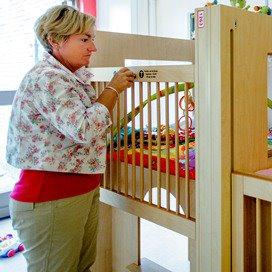 Nederlandse kinderopvang is er niet voor het geld en de winst
