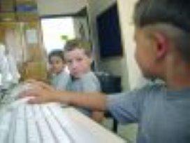 CNV wil regels social media op scholen