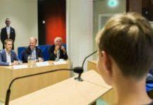 Onder andere Steven van Weyenberg (D66) en Nine Kooiman (SP) beantwoorden vragen van kinderen.