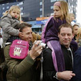De aanwezigheid van vaders vlak na de geboorte is heel belangrijk voor de hechting met het kind.