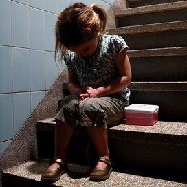 Straffen is niet de oplossing voor pedagogisch medewerkers om kinderen op hun gedrag te wijzen. Wat kun je wel doen om met lastig gedrag om te gaan?