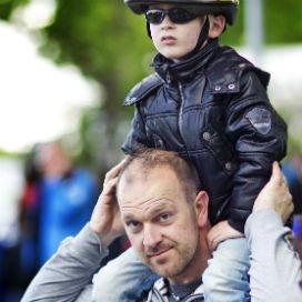 Vaders moedigen hun kinderen meer aan tot het nemen van risico's en het aangaan van competitie. Moeders bieden meer bescherming.