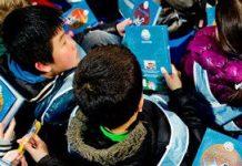 Kinderen tijdens de aftrap van de anti-pestcampagne Dolfje Weerwolfje Tegen Pesten.