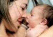 Moeders stoppen met werken door bezuinigingen
