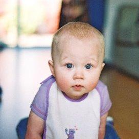 Zingen kalmeert baby's meer dan praten